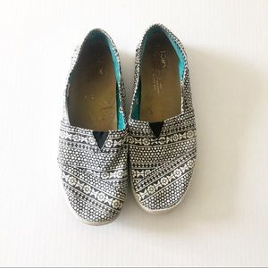 TOMS black and white shoes 6